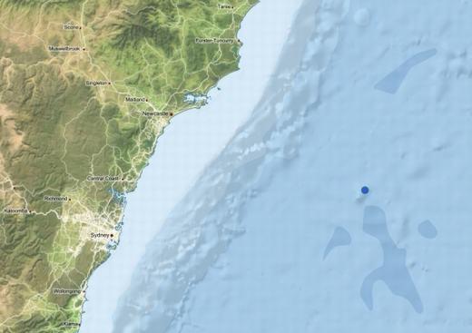 Nơi phát hiện ra cá rồng đen phát quang và núi lửa niên đại 48 triệu năm (chấm màu xanh)
