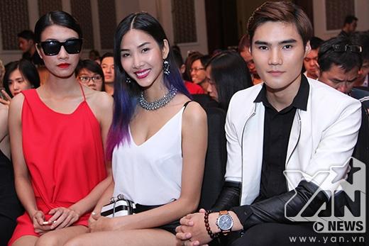 Ba quán quân: Nguyễn Oanh, Hoàng Thùy, Quang Hùng cùng nhau chụp ảnh lưu niệm.
