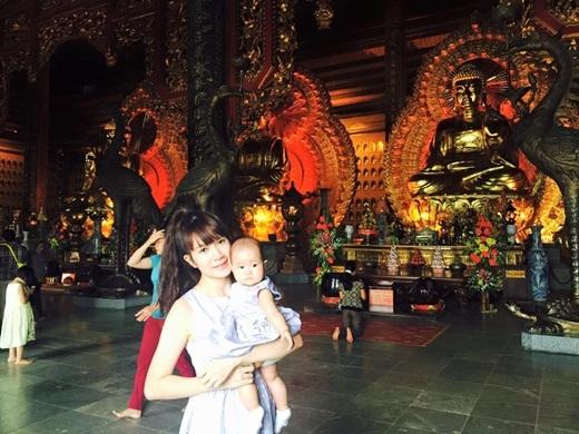 Cô công chúa út Sunny cũng được bố mẹ cho đi chơi. - Tin sao Viet - Tin tuc sao Viet - Scandal sao Viet - Tin tuc cua Sao - Tin cua Sao