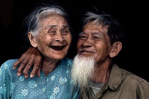 Cặp vợ chồng già tại làng Trà Quế.