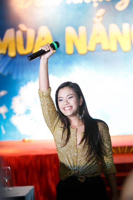 Ngoài ra chương trình còn có sự tham gia của ca sĩ Phương Vy - Tin sao Viet - Tin tuc sao Viet - Scandal sao Viet - Tin tuc cua Sao - Tin cua Sao