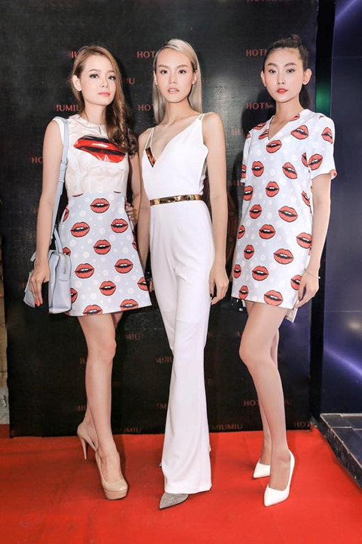 Thiết kế này cũng từng được chân dài Hoàng Oanh(trái) diện lại trong một sự kiện. Người mẫu Kim Nhung (bìa phải) cũng lăng xê mốt họa tiết này.