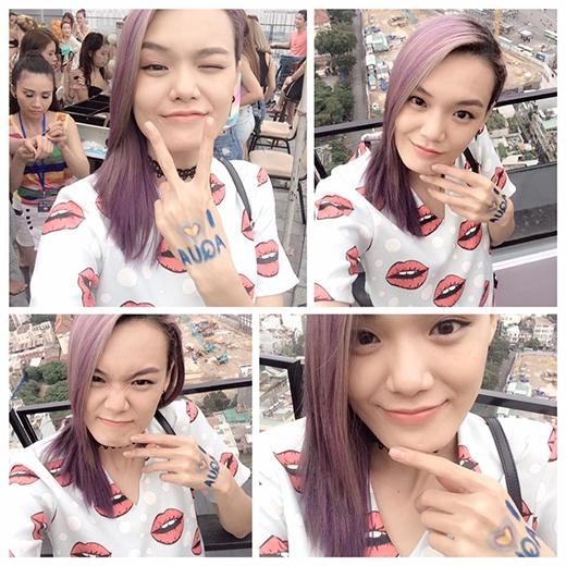 Người mẫu Lê Thanh Thảo lạ mắt với tóc loang màu khi diện váy họa tiết môi.