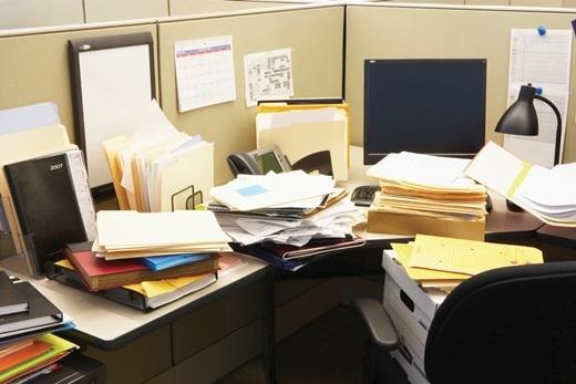 Bạn có thể sẽ siêng năng dọn dẹp bàn làm việc của mình nếu biết rằng thực tế, chỗ ngồi làm việc chứa nhiều vi khuẩnhơn gấp 400 lần so với nhà vệ sinh.