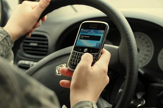 Trung bình hàng năm, có khoảng 6.000 người mất mạng với những lí do vô nghĩa ở Mỹ. Nhắn tin khi lái xe chính là một trong những nguyên nhân hàng đầu nếu so sánh với 5.000 người mất mạng do lũ lụt ở Mỹ trong 50 năm qua.