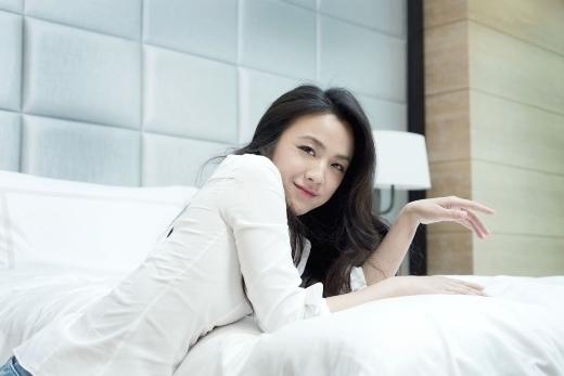 Thang Duy giữ vị trí thứ 8 trong danh sách này. Tuy không có ngũ quan tinh xảo, khuôn mặt không quá xinh đẹp nhưng cô lại có khí chất của người có học thức và được mệnh danh là Nữ thần văn nghệ của Hoa ngữ. Từ sau khi đổi phong cách trang điểm theo Hàn Quốc, cô cũng rất được lòng khán giả xứ này.