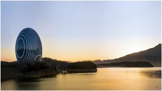 Công trình được bắt nguồn từ ý tưởng mặt trời ló dạng trên bờ hồ.