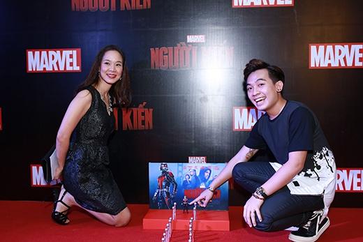 Bà Rathanamongkolmas Subha-Orn – đại diện của Marvel và Walt Disney tại khu vực châu Á – Thái Bình Dương chụp hình cùng Phở Đặc Biệt.