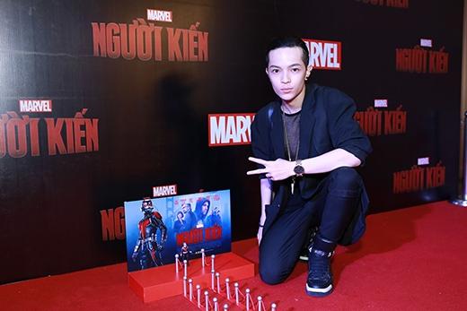 Fashionista Kelbin Lei có mặt tại buổi công chiếu từ khá sớm.