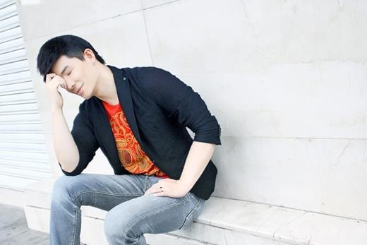 Nathan Lee là người thích sự đơn giản nên điều đó cũng được thể hiện qua cách chọn trang phục của anh khi xuống phố. - Tin sao Viet - Tin tuc sao Viet - Scandal sao Viet - Tin tuc cua Sao - Tin cua Sao