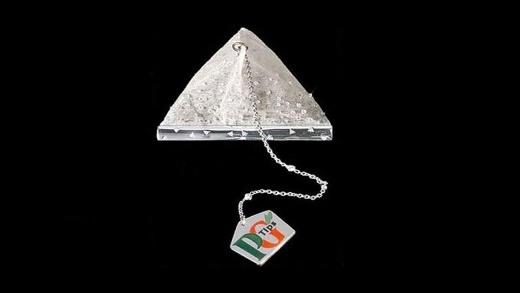 Một công ti sản xuất trà của Anh đã sản xuất ra một túi trà kim cương trong lễ kỉ niệm lần thứ 75 của công ti. Với 280 viên kim cương được đính xung quanh, chỉ riêng một túi trà sẽ tiêu tốn của bạn 14.000 đô la Mỹ (khoảng 300 triệu đồng).