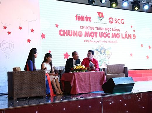 Nhà giáo ưu tú Nguyễn NgọcKýcũng có mặt để tâm sự, chia sẻ với các em nhiều điều trong cuộc sống và học tập.
