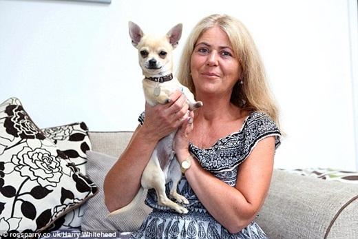 Cô Paula Knowles và chú chó đáng yêu Roo