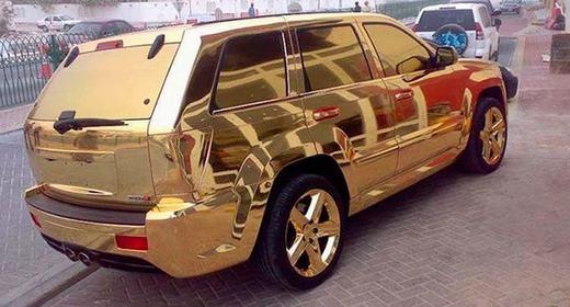 ...hoặc 'cưỡi' những chiếc siêu xe bằng vàng ròng như thế này đi trên phố.