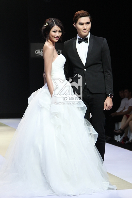 Cả hai cùng sở hữu chiều cao lý tưởng, gương mặt kết hợp hài hòa giữa nét thương mại và tinh thần của thời trang cao cấp. Trong thời gian tới, Quán quân Vietnam's Next Top Model 2014 sẽ được công ty quản lí tạo nhiều điều kiện để có thể tiếp xúc nhiều hơn với môi trường thời trang quốc tế.