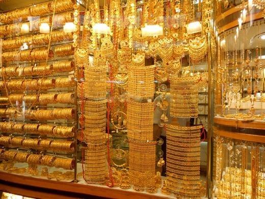 Vàng được bán 'đại trà' và người mua thoải mái lựa chọn...