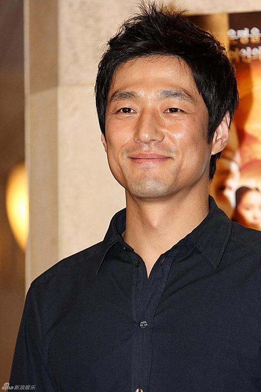 Nam thần Ji Jin Hee từng là nhân viên của một công ti quảng cáo trước khi trở thành người nổi tiếng.