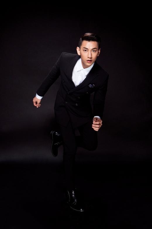 Để đáp lại tình cảm chân thành từ các khán giả, Isaac quyết định tung MV Mr. Right phiên bản Dance như một lời cảm ơn mọi người đã luôn ủng hộ anh trong thời gian qua. - Tin sao Viet - Tin tuc sao Viet - Scandal sao Viet - Tin tuc cua Sao - Tin cua Sao