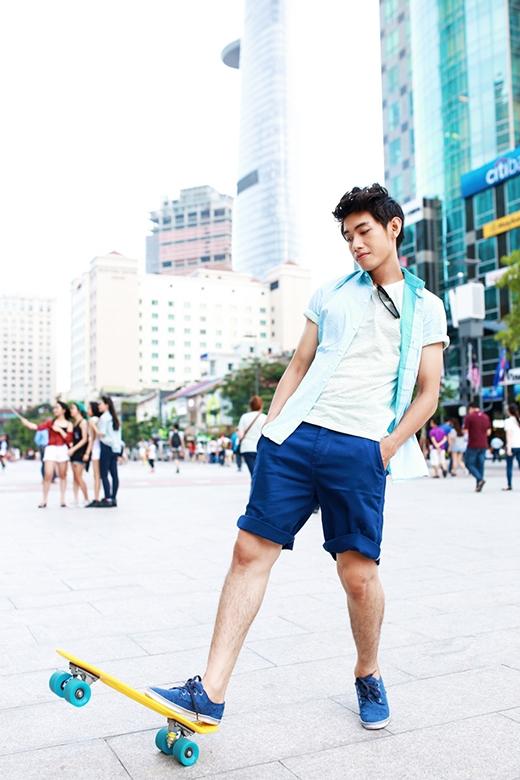 Với bộ trang phục này, các chàng trai có thể thoải mái tham gia các hoạt động vui chơi mà không hề lo sợ nóng bức nhé.