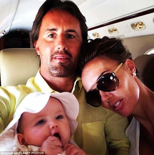 6 tháng tuổi, cô bé Sophia quay trở về ngôi nhà của mình ởLondon, Anh. Và tất nhiên, cũng lại trên một chiếc phi cơ riêng của gia đình.