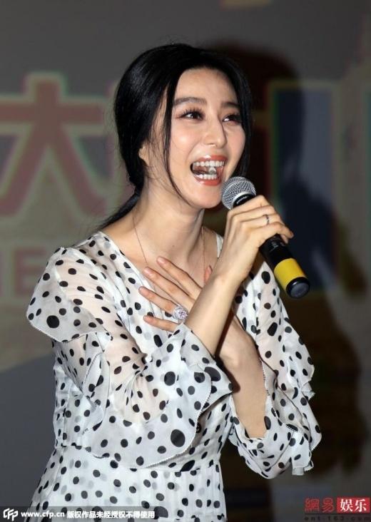 Nữ diễn viên họ Phạm trong sự kiện chiều 24/7 tỏ ra khá vui vẻ.