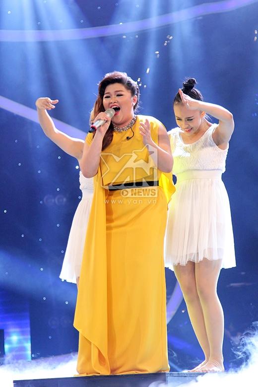 Bích Ngọc tiếp tục cho thấy phong độ và sức hút khó cưỡng trong giọng hát khi trình diễn đầy cảm xúc ca khúc Đã hơn một lần của Nguyễn Hải Yến. Màn trình diễn của cô nàng 'bánh bông lan' đã thực sự chạm đến trái tim của giám khảo khách mời Thanh Lam.
