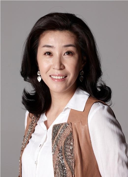Dù chỉ diễn những vai phụ, thế nhưng Kim Mi Kyung vẫn hoàn toàn chinh phục được khán giả qua các vai diễn người mẹ câm trong The Heirs, hay người dì sang trọng quý phái trong The Master's Sun hoặc bà cô già lập dị trong Healer.