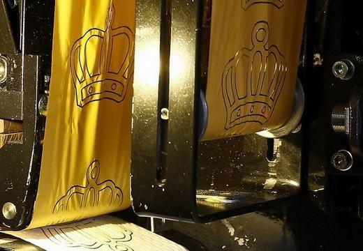 Rất nhiều đại gia Trung Quốc đã chi ra nhiều tiền để mua những cuộn giấy vệ sinh bằng vàng này.
