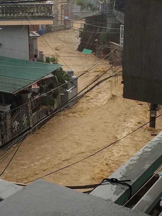 Theo nhiều người dân, đây là trận mưa lũ lớn nhất từ trước đến nay xảy ra trên địa bàn tỉnh.
