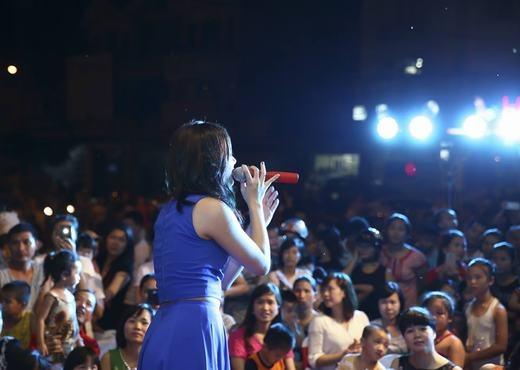 Văn Mai Hương đã có một đêm diễn gặp gỡ khán giả Bắc Ninh tối qua. - Tin sao Viet - Tin tuc sao Viet - Scandal sao Viet - Tin tuc cua Sao - Tin cua Sao