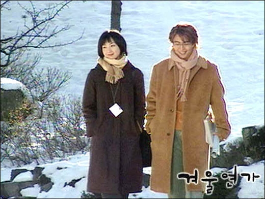 Khán giả đã tốn không biết bao nhiêu nước mắt cho chuyện tình bi kịch của Bae Yong Joon và Choi Ji Woo trong bộ phim Winter Sonata (2002). Dù nhiều năm trôi qua nhưng vẫn ấn tượng mà cặp đôi này để lại trong lòng khán giả vẫn sâu đậm như ngày nào.
