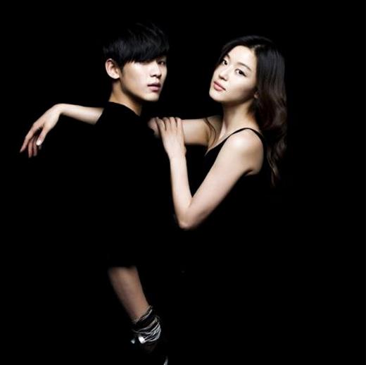 'Cụ giáo' Kim Soo Hyun và 'mợ chảnh' Jun Ji Hun cũng là một trong những cặp đôi nhận được rất nhiếu sự yêu thích của khán giả qua bộ phim You Came From The Stars(2013). Không chỉ ở Hàn Quốc mà hiệu ứng của họ còn lan rộng sang các nước trong khu vực Châu Á.
