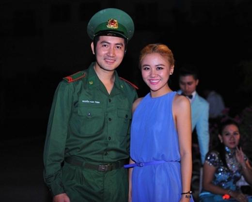 Nam ca sĩ Phi Hùng trở thành một anh lính nghiêm trang trong bộ áo lính. - Tin sao Viet - Tin tuc sao Viet - Scandal sao Viet - Tin tuc cua Sao - Tin cua Sao
