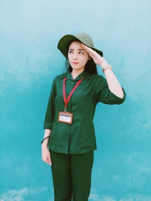 Hoa hậu Kỳ Duyên khi học nghĩa vụ quân sự tại trường Đại học đã chụp những bức hình mình trong bộ quân phục vô cùng đáng yêu và xinh đẹp. - Tin sao Viet - Tin tuc sao Viet - Scandal sao Viet - Tin tuc cua Sao - Tin cua Sao