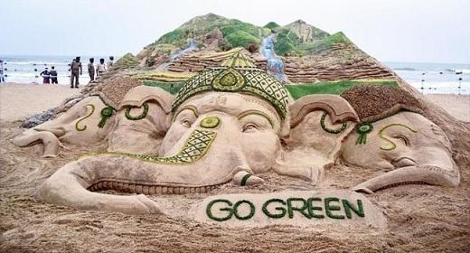 Là tác phẩm của nghệ sĩ Sudarshan Pattnaik, tượng cát thần Ganesha nhằm mục đích khuyến khích những thí sinh và người tham quan tại lễ hội Ganesh Chaturthi bảo vệ môi trường.