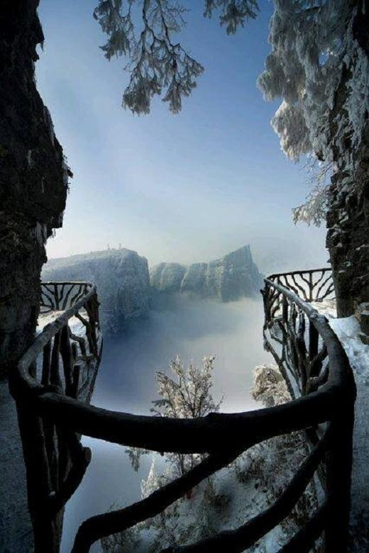 Cảnh quan vườn quốc gia Tianmen thực sự rất ấn tượng khi nhìn từ trên cao.