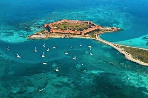 Vườn quốc gia Dry Tortugas thuộc đảo Fort Jefferson.