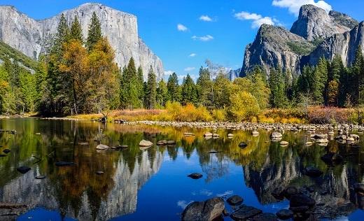 Vườn quốc gia Yosemite là có diện tích 3.081km vuông.