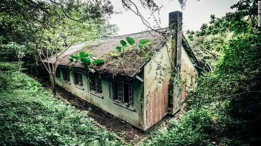 Nằm ở biên giới phía bắc của Hồng Kông và Trung Quốc, ngôi nhà này từng là kho trữ thuốc men và lương thực của quân đội Anh.