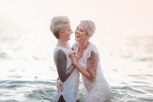 """""""Bằng cách này, chúng tôi thấy thoải mái và đơn giản hơn rất nhiều. Đây là khoảng thời gian thiêng liêng chỉ dành riêng cho tôi và Kara"""", Amanda chia sẻ."""