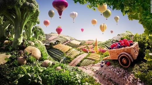 Dường như chỉ cần đưa tay ra là chạm được đến thế giới thần tiên này. Những quả khinh khí cầu nhẹ hẫng và sặc sỡ trong tấm ảnh thực chất là... hành tây, tỏi, chanh, dâu, táo đấy.