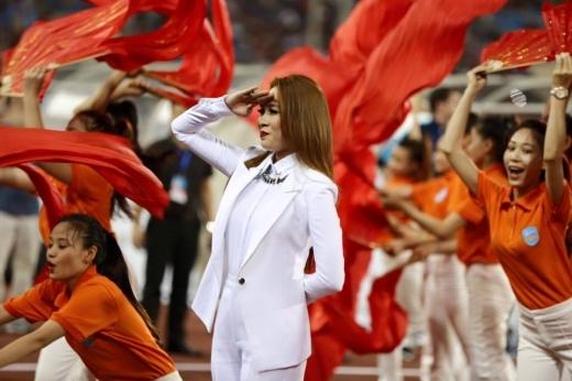 Niềm tin chiến thắng vẫn là ca khúc cổ động được đông đảo khán giả Việt Nam biết đến và yêu thích nhất. - Tin sao Viet - Tin tuc sao Viet - Scandal sao Viet - Tin tuc cua Sao - Tin cua Sao