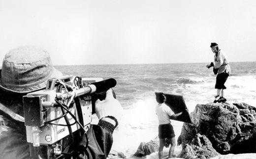 Bầy khỉ con lần đầu lộ mặt thật trước ống kính.   Trư Bát Giới chuẩn bị cho cảnh quay giữa biển.