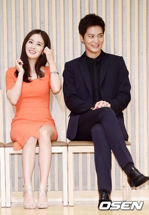 Kim Tae Hee 'tình tứ' bên đàn em Joo Won.