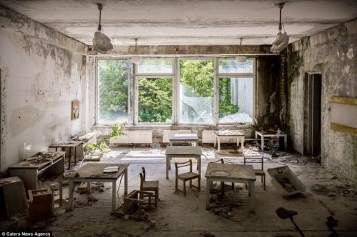 Một căn phòng hoang tàn.