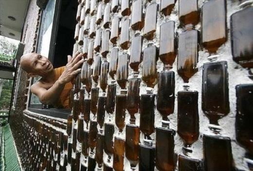 Ngày nay, khi đến Khun Han, Sisaket, bạn sẽ không còn thấy chai bia bừa bãi trên đường phố nữa. Người dân mang tất cả chai lọ không dùng nữa đến ngôi đền cho các nhà sư để họ tiếp tục trang trí ngôi chùa độc đáo này.