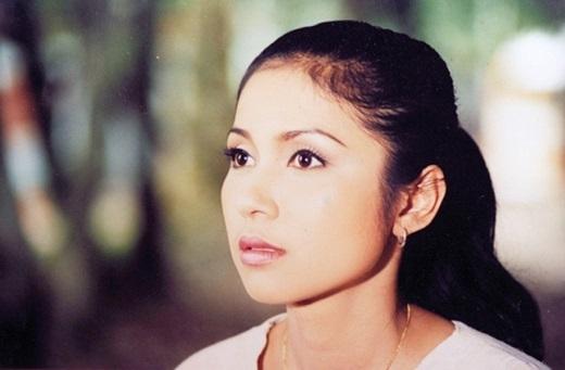 Nổi tiếng và thành công là thế, nhưng Việt Trinh lại không có được may mắn trong tình duyên. Sau nhiều mối tình tan vỡ, cô quyết định sống an phận bên con trai và từ chối nói về người đàn ông của cuộc đời. - Tin sao Viet - Tin tuc sao Viet - Scandal sao Viet - Tin tuc cua Sao - Tin cua Sao