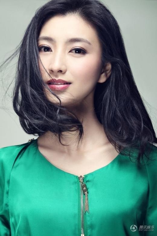 Lan Hi thành công từ bộ phim Chân Hoàn Truyện. Ở ngoài đời, cô cũng giống hệt nhân vật Thẩm My Trang: dịu dàng, lương thiện, hào phóng và đoan trang.