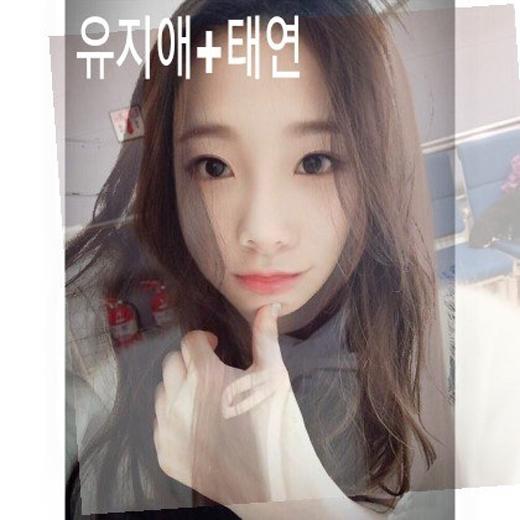 Gương mặt kết hợp từ Yoo Jiae (Lovelyz) và Taeyeon thật thơ ngây với đôi mắt đen to tròn đặc trưng của Taeyeon.