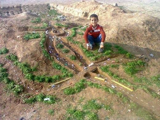 Còn nhỏ thế này mà cậu bé đã thiết kế được mô hình đường phố siêu sáng tạo rồi. Có ai nể phục cậu bé tài năng này không?